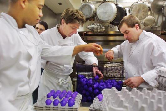 Dye「White House Chefs Dye Eggs」:写真・画像(13)[壁紙.com]