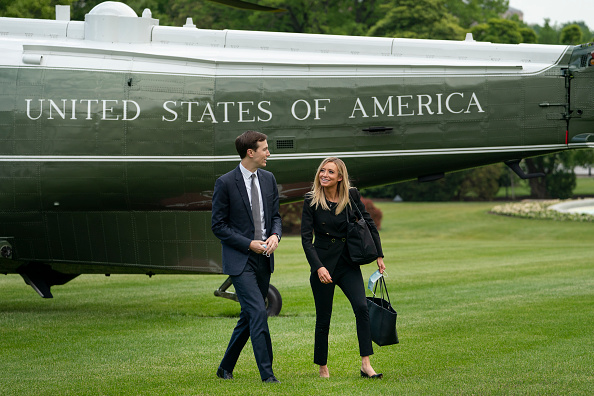 Advice「President Trump Arrives Back At White House After Event In Pennsylvania」:写真・画像(10)[壁紙.com]