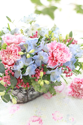カーネーション「Carnation and delphinium flower arrangement」:スマホ壁紙(4)