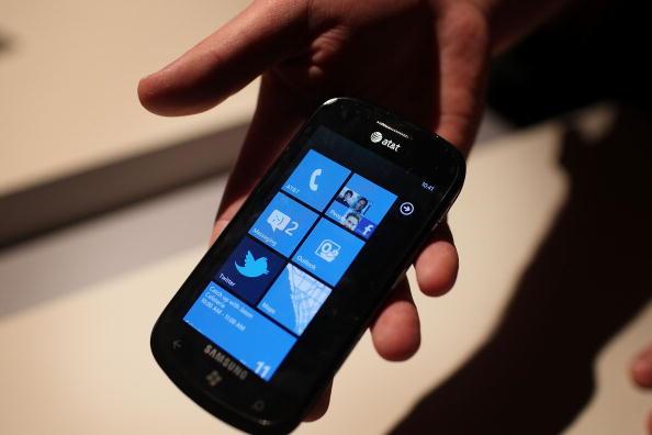 Mobile Phone「Microsoft CEO Steve Ballmer Unveils Windows Phone 7 At Open House」:写真・画像(10)[壁紙.com]