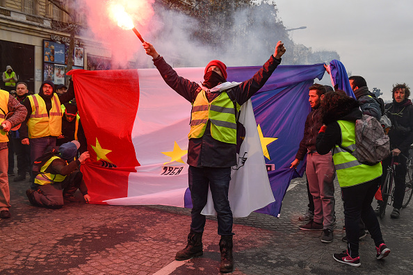 Yellow「'Yellow Vests' Return to Paris Streets」:写真・画像(9)[壁紙.com]