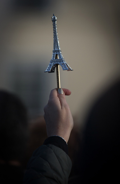 Pencil「The World Pays Tribute To 17 Victims Killed By Gunmen In The Two French Terrorist Attacks」:写真・画像(7)[壁紙.com]