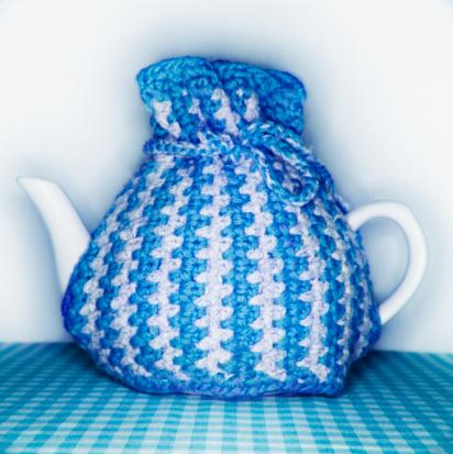 Pour Spout「Tea pot under blue tea cosy, close-up」:スマホ壁紙(17)