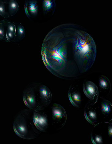 Medium Group Of Objects「Soap bubbles on black background.」:スマホ壁紙(14)