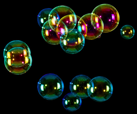 Rainbow「Soap bubbles on black background」:スマホ壁紙(9)