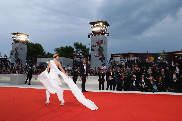 A Star Is Born - 2018 Film「A Star Is Born Red Carpet Arrivals - 75th Venice Film Festival」:写真・画像(17)[壁紙.com]