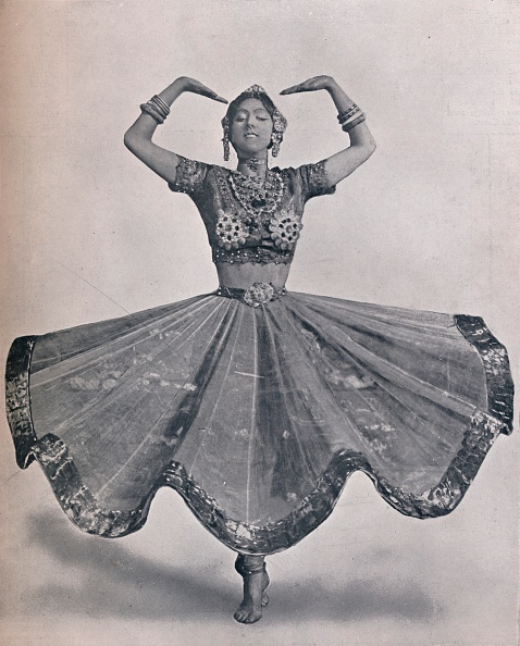 Balance「Miss Ruth St. Denis in her Remarkable East Indian Dance at the Aldwych Theatre, 1906.」:写真・画像(3)[壁紙.com]