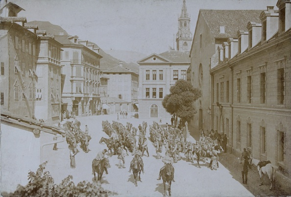 Alto Adige - Italy「Bolzano: March Of The K.U.K. Regiment In The Summer Station In Klebenstein. 21St June 1894. Photograph By F. Largajoli / Meran. Photograph.」:写真・画像(14)[壁紙.com]