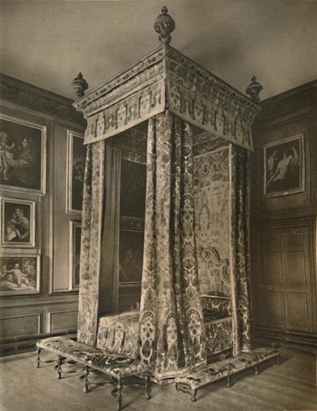 Four-Poster Bed「Queen Annes State Bedstead In Crimson And Gold Figured Velvet 1」:写真・画像(14)[壁紙.com]