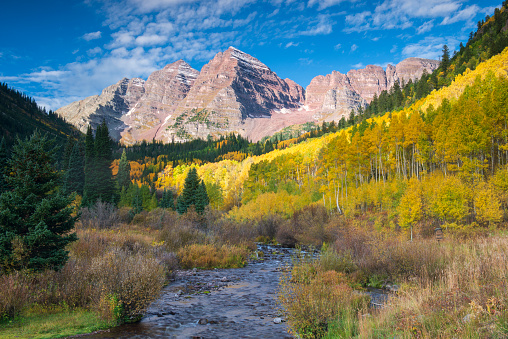 Maroon Bells「Autumn scenery at Maroon Bells Scenic Area」:スマホ壁紙(9)
