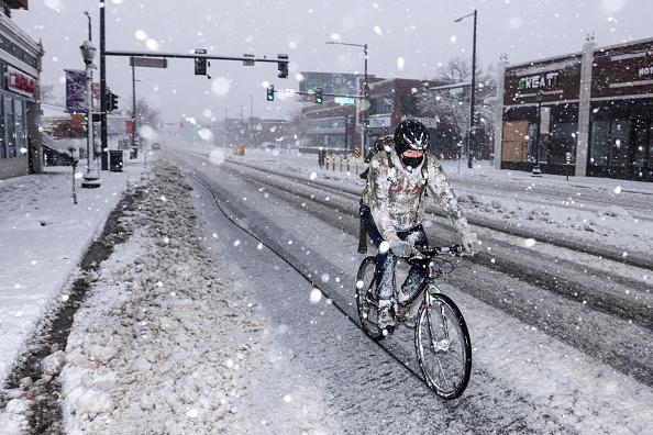 Michael Ciaglo「Denver Braces For Massive Snow Storm」:写真・画像(5)[壁紙.com]