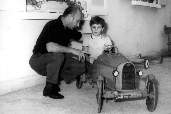 Paul-Henri Cahier「Juan Manuel Fangio, Paul-Henri Cahier, Bernard Cahier Home」:写真・画像(15)[壁紙.com]