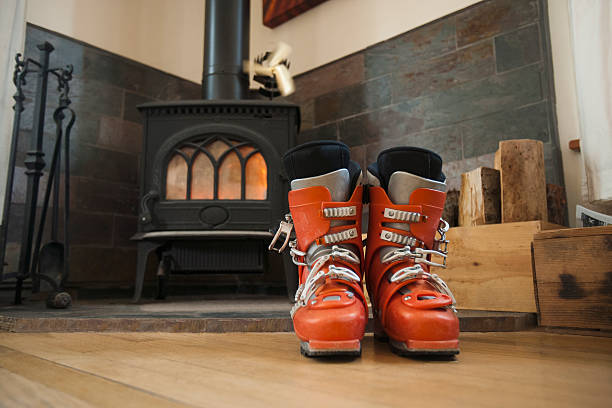 USA, Montana, Whitefish, Ski boots drying in front of fireplace:スマホ壁紙(壁紙.com)