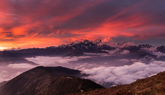 Himalayas「Brilliant sunset light over foggy valley and distant snowcapped peaks」:スマホ壁紙(16)