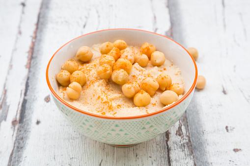 Sprinkling「Bowl of Hummus garnished with chick peas」:スマホ壁紙(7)