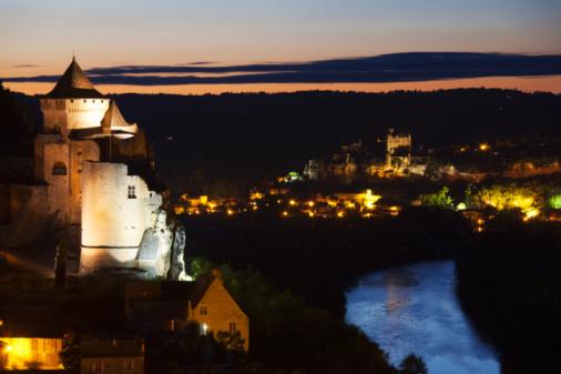 Nouvelle-Aquitaine「Night shot, Castelnaud, river Dordogne and Beynac」:スマホ壁紙(4)