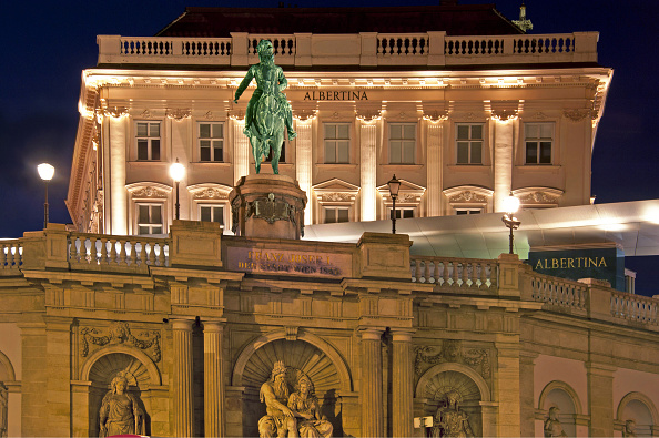 Museum「Night Scene Of The Albertina」:写真・画像(12)[壁紙.com]