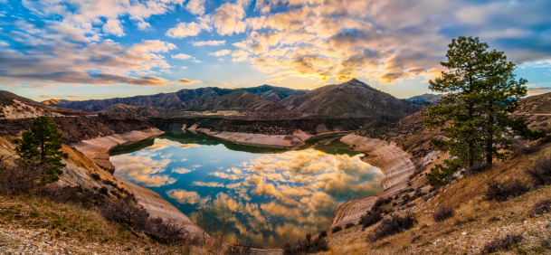 Boise「USA, Idaho, Ada, Boise, Lucky Peak, Lucky Peak Reservoir, Heart Shaped lake」:スマホ壁紙(7)