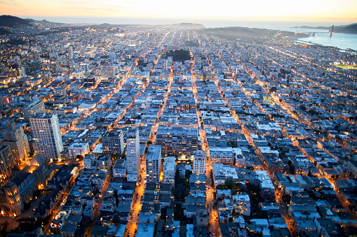 USA「Aerial photography view west of Nob Hill, San Francisco Bay Area in the evening. California, United States.」:スマホ壁紙(14)