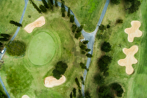 Sports Flag「Aerial photograph of a golf course on a sunny day.」:スマホ壁紙(6)