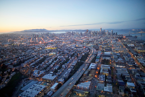 USA「Aerial photography view by Twilight north of Dogpatch, Central Waterfront and San Francisco City in the San Francisco Bay Area. California, United States.」:スマホ壁紙(17)