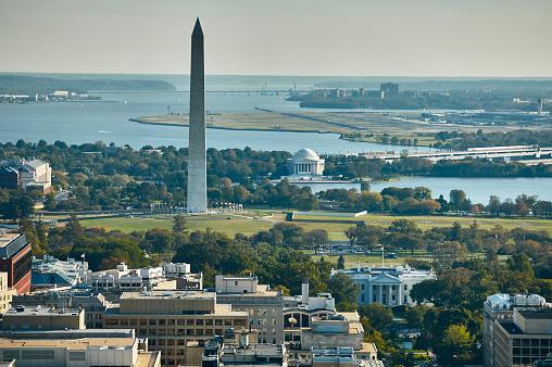 Obelisk「USA, Aerial photograph of Washington, D.C. showing The White House, Washington Monument, Jefferson Memorial, Potomac River and National Airport」:スマホ壁紙(13)