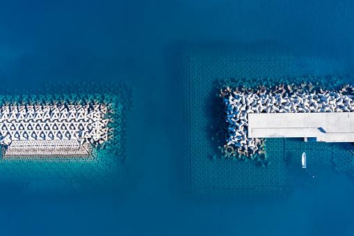 Groyne「Aerial photograph of tetrapod and boat.」:スマホ壁紙(5)