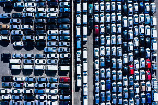 Social Issues「Aerial photograph with many cars parked in wide parking lot」:スマホ壁紙(4)