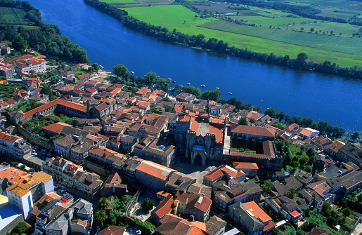 Camino De Santiago「Aerial photo of the city of Tui and the river Miño on the border of Spain with Portugal」:スマホ壁紙(10)