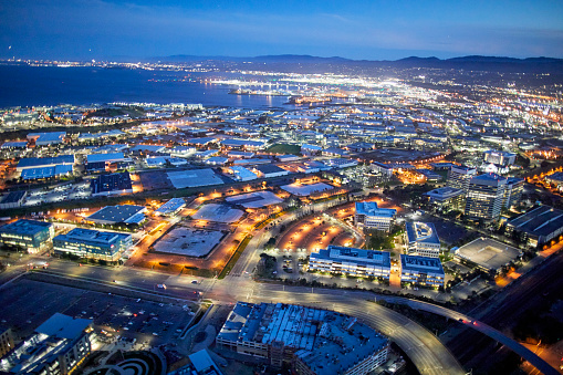 USA「Aerial photography view south of The East Side, San Francisco Bay Area in the evening. California, United States.」:スマホ壁紙(13)