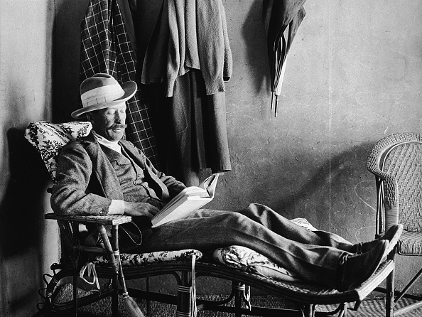 Chair「Lord Carnarvon Reads」:写真・画像(19)[壁紙.com]