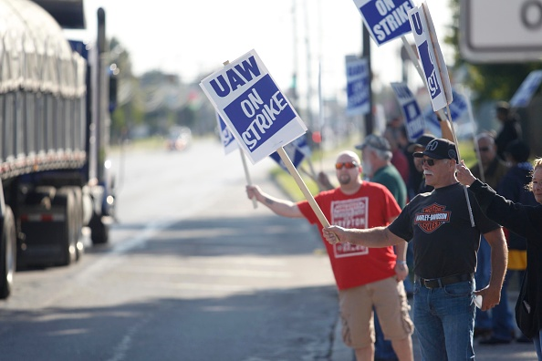 General Motors「United Auto Workers Continue Large National Strike」:写真・画像(5)[壁紙.com]