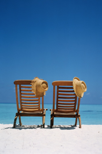 Outdoor Chair「Two wooden deckchairs and straw hats on tropical beach, rear view」:スマホ壁紙(12)