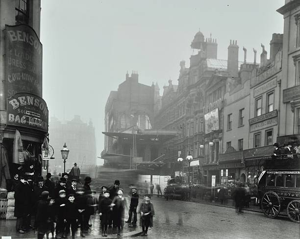 Crowd Of People In The Street, Tottenham Court Road, London, 1900:ニュース(壁紙.com)