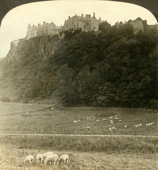 Volcanic Landscape「Stirling Castle」:写真・画像(3)[壁紙.com]