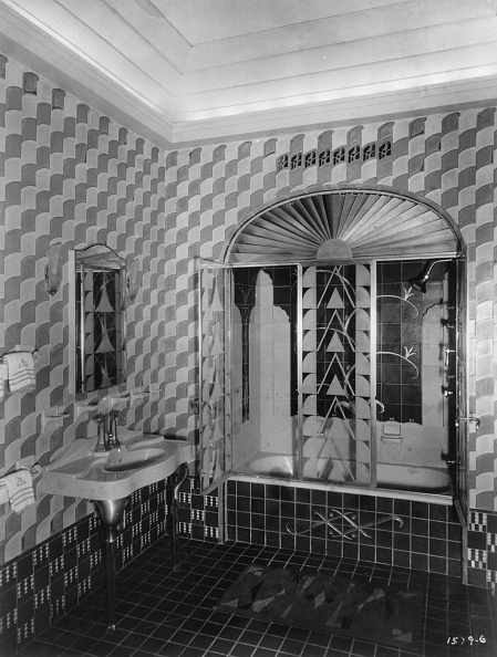 Bathroom「The Private Bathroom Designed By Architect Irwin Salmon Chanin Was Voted To The Finest Bathroom Of America. New York. About 1930. Photograph.」:写真・画像(9)[壁紙.com]