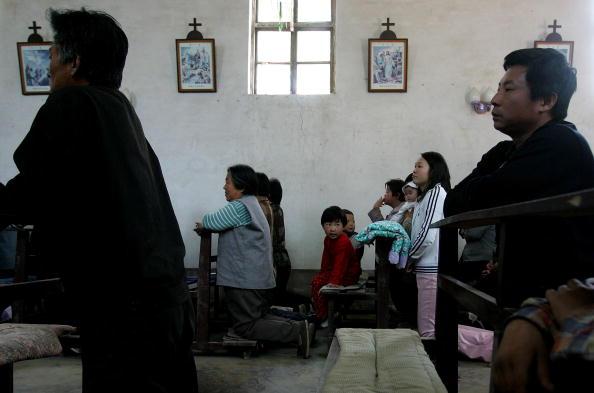 Baoding「Chinese Catholics Attend Early Morning Mass」:写真・画像(10)[壁紙.com]