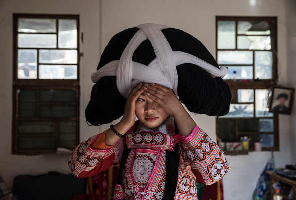 Flower Girl「Traditions Fade For China's Long Horn Miao」:写真・画像(16)[壁紙.com]