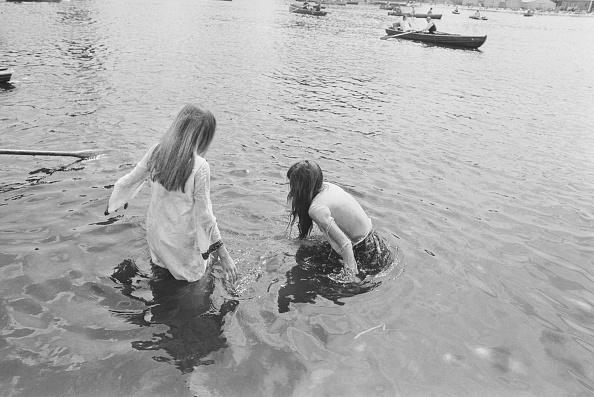 Two People「Serpentine Swim」:写真・画像(18)[壁紙.com]
