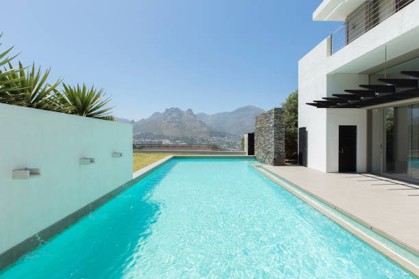 Luxury lap pool overlooking mountains:スマホ壁紙(壁紙.com)