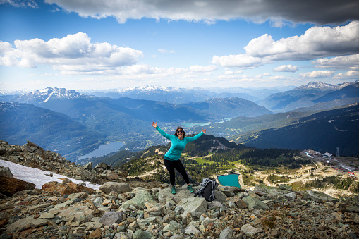 One Person「Woman enjoying scenic views from top of Whistler mountain.」:スマホ壁紙(14)