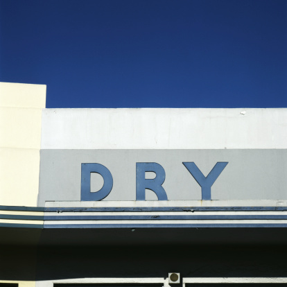 "Bauhaus - Art Movement「Old ""Dry"" Sign on Building」:スマホ壁紙(18)"