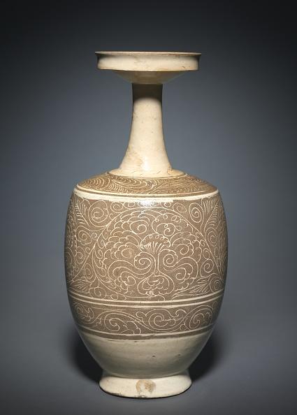 Vase「Vase With Floral Scrolls」:写真・画像(6)[壁紙.com]