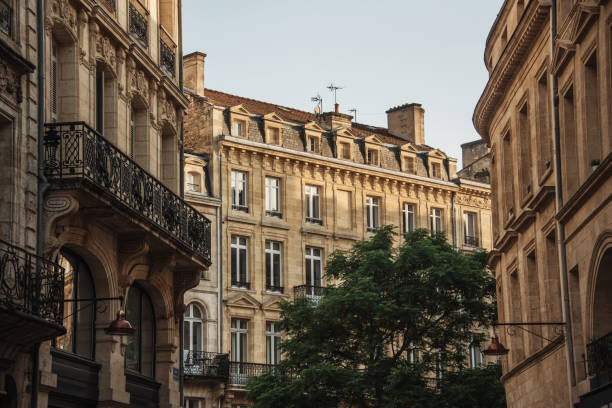 Typical french architecture in Bordeaux:スマホ壁紙(壁紙.com)