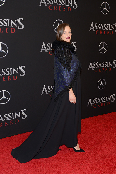 "Alternative Pose「""Assassin's Creed"" New York Premiere - Arrivals」:写真・画像(14)[壁紙.com]"