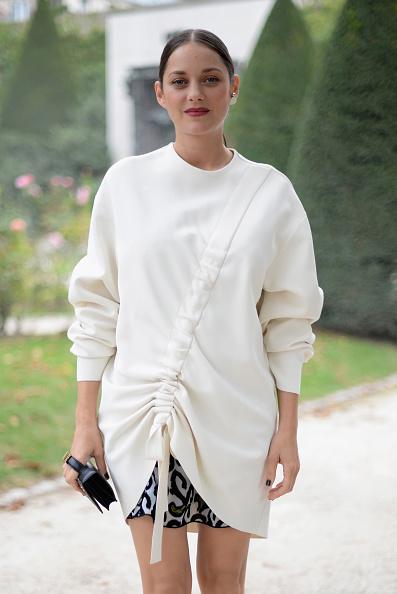 イヤリング「Christian Dior : Street Style - Paris Fashion Week Womenswear Spring/Summer 2017」:写真・画像(19)[壁紙.com]