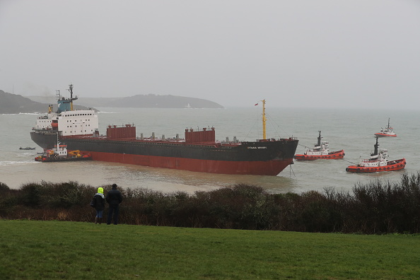 Positioning「Russian Cargo Ship Runs Aground Off Cornwall」:写真・画像(17)[壁紙.com]