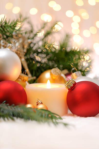 Candle with christmas balls and pine tree:スマホ壁紙(壁紙.com)