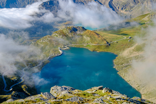 Piedmont - Italy「Lake Agnel (in the foreground) and Like Serrù, two reservoirs seen from the Nivolet hill. Gran Paradiso National Park, Piedmont, Italy」:スマホ壁紙(16)