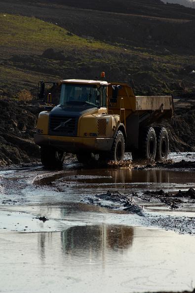 Wet「Dumper Truck on contaminated brownfield land, England, United Kingdom」:写真・画像(7)[壁紙.com]